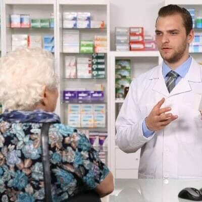 dona-amelia-vai-a-farmacia